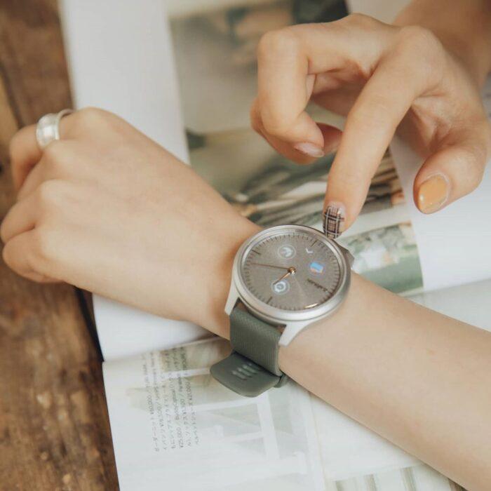 Хибриден смарт часовник GARMIN Vívomove Style Silver/Moss Green